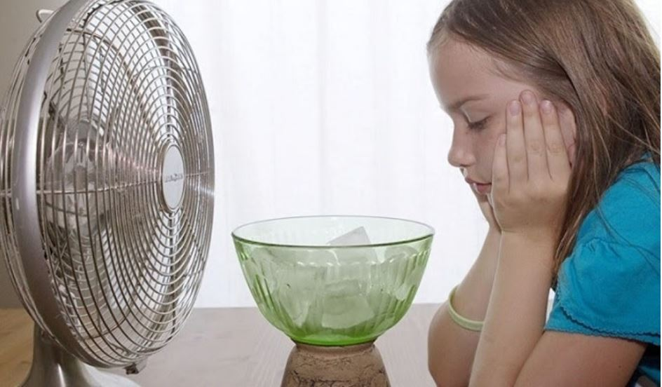 Hạ nhiệt độ phòng hoặc dùng quạt để làm mát